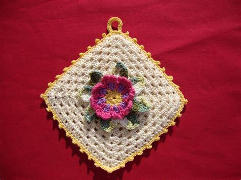 spiegazioni fiori uncinetto le fragole di stoffa presine all uncinetto con fiore