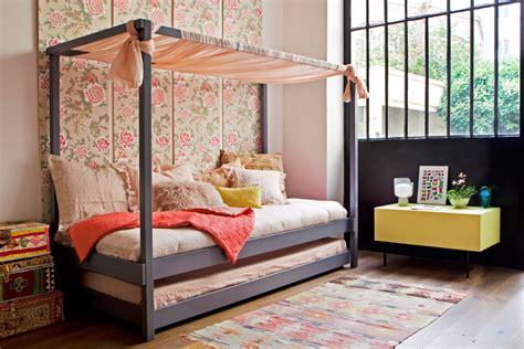 cabane de chambre un lit cabane pour une chambre d 39 enfant aventure déco