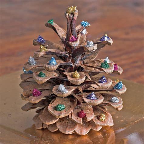 basteln mit tannenzapfen weihnachten basteln f 252 r weihnachten bastelidee weihnachtsdeko und