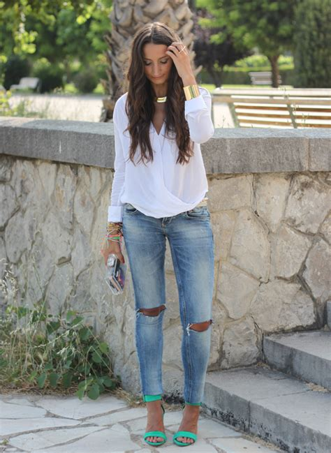Classy and Comfy Ripped Jeans Outfits - Ohh My My
