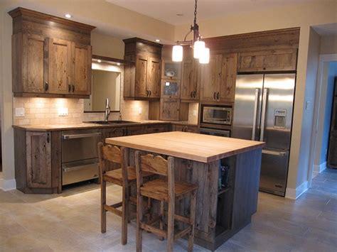 armoire de cuisine en pin a vendre la cuisine cagnarde apporte l 39 esprit rustique à la maison