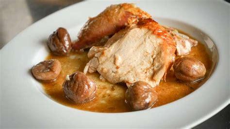 cuisiner une cuisse de poulet dinde farcie aux marrons recette de dinde aux marrons