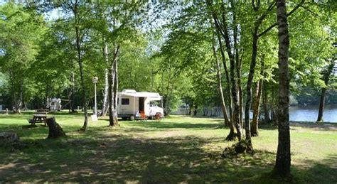 salon sans canapé séjour vacances nature et pêche au bord de l 39 étang du