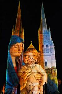 Sydney cathedral Lights up for Christmas | wordlessTech