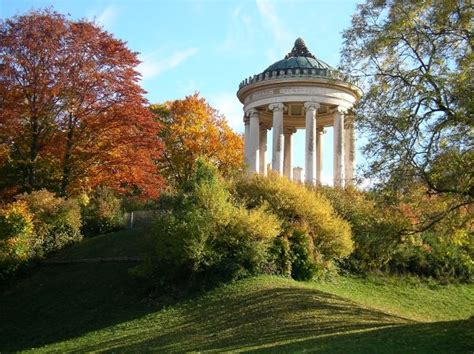 Monopteros München Englischer Garten by Goldener Herbst Am Monopteros Im Englischen Garten