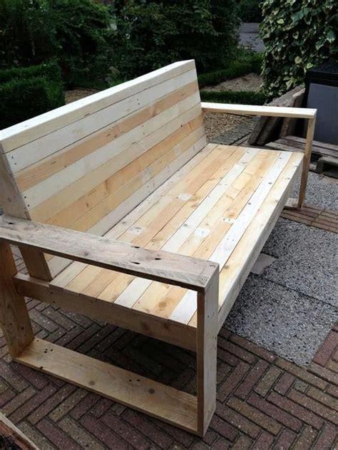 canapé fait avec des palettes des id 233 es de recyclage pour des palettes en bois lits