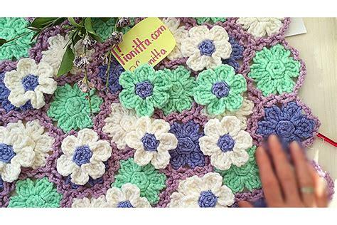 tappeto all uncinetto un bellissimo cuscino tappeto o copriletto fiorato fai da