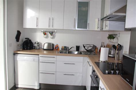 cuisine en cuisine en bois et blanc le bois chez vous