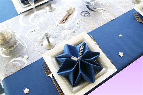 d 233 co de table gris et bleu