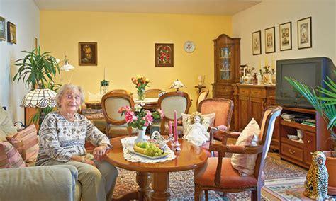 Hilfe Im Pflegefall Das Steht Ihnen Zu by Fragen Bei Einem Einzug In Ein Pflegeheim Dsg