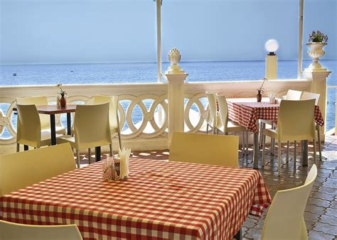 how to build an island in the kitchen waterfront restaurants on island ollie s taxi airport 9696