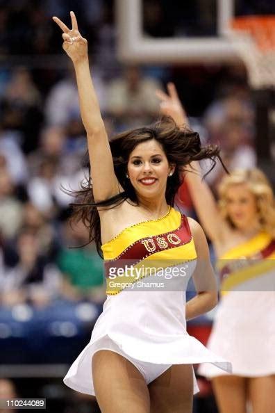 usc trojans cheerleaders perform   courg