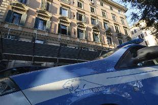 portiere di notte roma roma portiere d albergo violentato e rapinato news