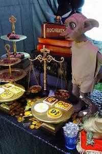 Harry Potter Decoration : 17 best ideas about harry potter table on pinterest ~ Dode.kayakingforconservation.com Idées de Décoration