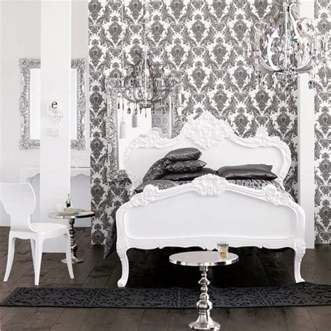 decoration chambre baroque black and white bedroom damask wallpaper chandelier