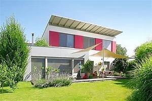 Foto Wohnen Und Garten : eigenheim fertighaus mit pultdach ~ Markanthonyermac.com Haus und Dekorationen