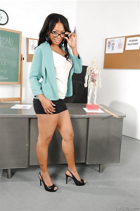 Ebony Teacher In Glasses Anita Peida Stripping And Spreading Her Legs Pornpics Com