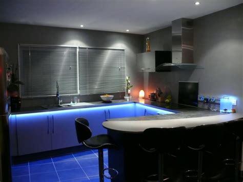 eclairage cuisine led cuisine avec éclairage led 3 photos thenico35