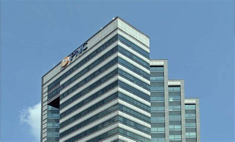 pnc bank renews  sf lease  iconic nj tower