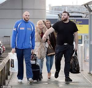 Tyson Fury boards a plane with his pregnant wife after ...