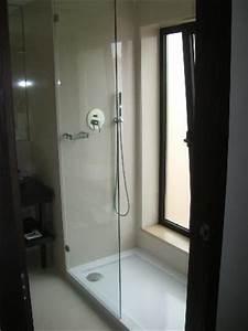 Dusche Mit Fenster : dusche mit riesigem fenster wen st rt das gegen ber bild von czar lisbon hotel lissabon ~ Bigdaddyawards.com Haus und Dekorationen