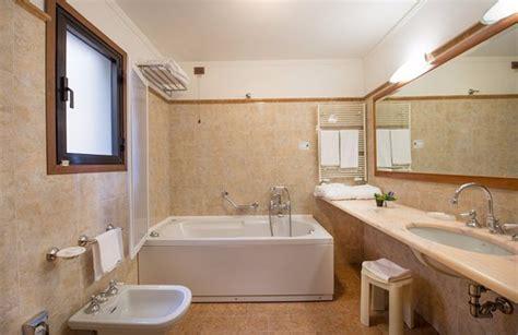 hotel con vasca bagno con vasca idromassaggio foto di strozzi palace