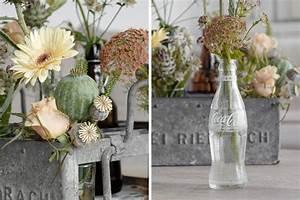 Vasen Dekorieren Tipps : dekoration bl ten in einem alten bierkasten dekoriert mxliving ~ Eleganceandgraceweddings.com Haus und Dekorationen