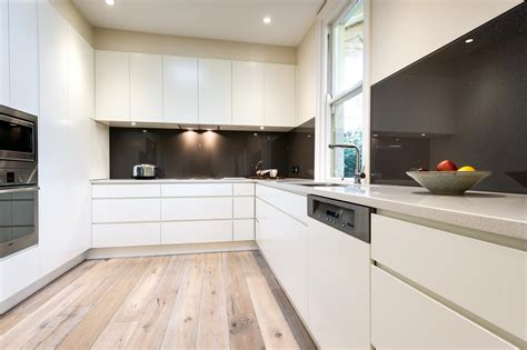 A Clutter Free Minimalist Kitchen Design-completehome
