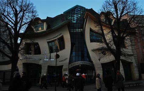 bizarre buildings  europe  north america urban