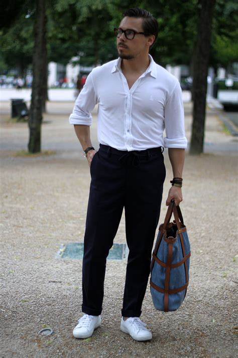 White shirt with blue trousers and sneakers - DRESS LIKE A - Dresslikea.com