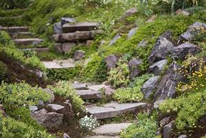 Gartengestaltung Böschung Gestalten : hanggarten gestalten ~ Markanthonyermac.com Haus und Dekorationen