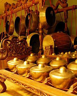 Jawa pada umumnya merujuk pada suku yang mendiami pulau jawa, termasuk jawa tengah, jawa barat dan jawa timur. 35 Alat Musik Tradisional Indonesia, Nama, Gambar, dan Asal Daerahnya (2) | Adat Tradisional