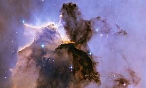 HubbleSite - Wallpaper: Stellar Spire in the Eagle Nebula