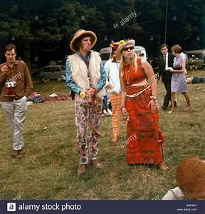 60 Jahre Style : 60er jahre mode der 1960er jahre kleidung hippies in blume festival fell weste hut sonnenbrille ~ Markanthonyermac.com Haus und Dekorationen