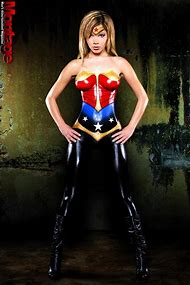 Sexy Wonder Woman Cosplay Body Paint