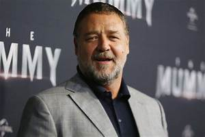 Russell Crowe auctioning off everything amid divorce ...  Russell