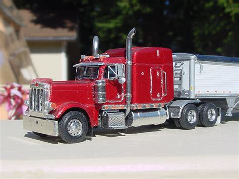 peterbilt   wilson grain trailer