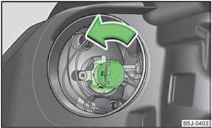 Changer Ampoule 208 : skoda fabia remplacer l 39 ampoule du feu de route projecteur avant halog ne ampoules ~ Medecine-chirurgie-esthetiques.com Avis de Voitures
