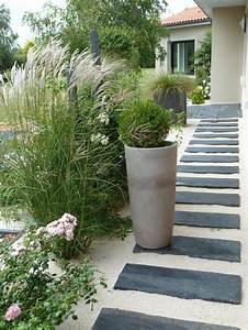 Dalles ardoise chemin et allee maison pinterest for Marvelous amenagement jardin en pente 8 les allees de jardin en pas japonais
