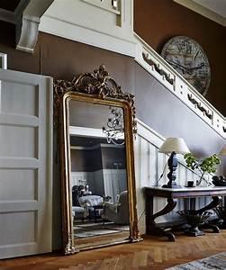 Miroir à Poser Au Sol : miroir couloir et entr e types et bonnes places selon feng shui ~ Teatrodelosmanantiales.com Idées de Décoration