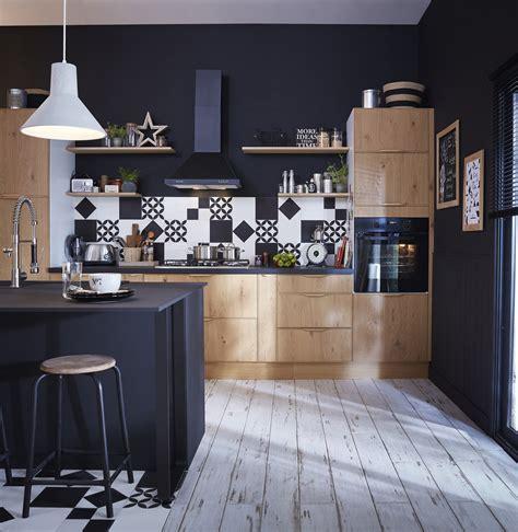 une cuisine style industriel en bois clair  noir leroy