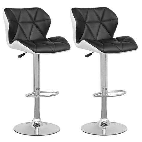 chorégraphie cabaret avec chaise tabouret de bar spider chaise de bar blanc noir