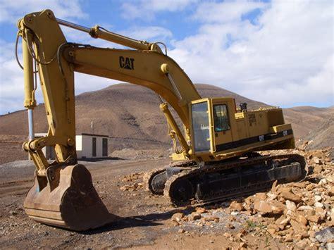 cat   legendary excavator