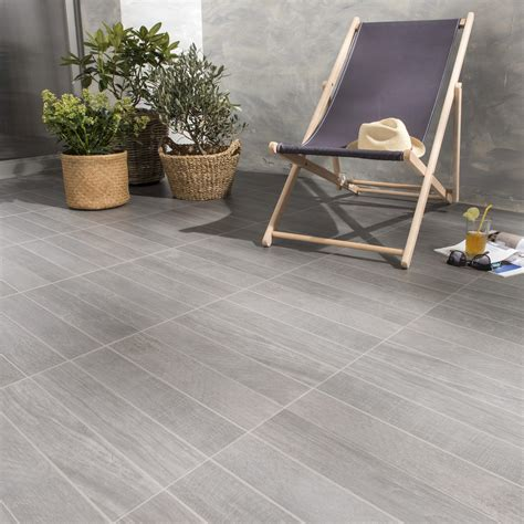 carrelage anthracite effet bois jungle l 45 x l 45 cm leroy merlin