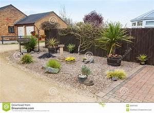 jardin urbain de jardin de rocaille avec des herbes et des With modele de rocaille pour jardin