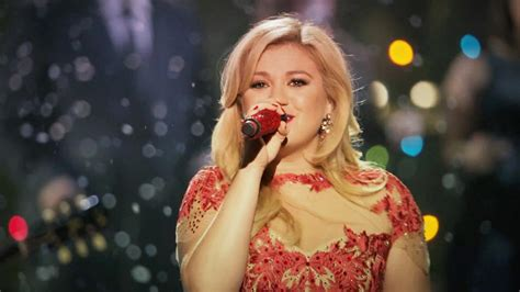 kelly clarkson releases underneath the tree music video