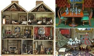beautiful victorian dolls house set  sell