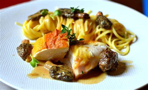 poularde au vin jaune et aux morilles la recette gastronomique