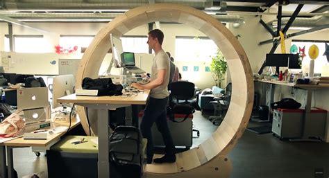 fit im office das weltweit erste stehtisch hamsterrad fuer