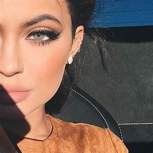 Kylie Jenner Wears Her Solotica Color Contact Lenses On ...